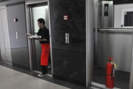 Un solo inspector para controlar 10 mil ascensores