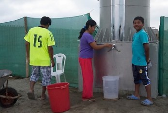 Puscama, Perú: Valla publicitaria que genera agua potable