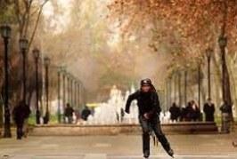Caerse de una patineta al ir a trabajar es accidente laboral