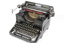"""San Viernes: """"La máquina de escribir"""""""