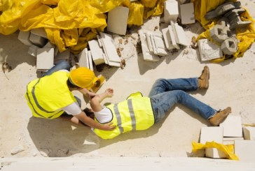 Por un accidente laboral casi pierde su brazo. Ahora le da la mano a los indocumentados