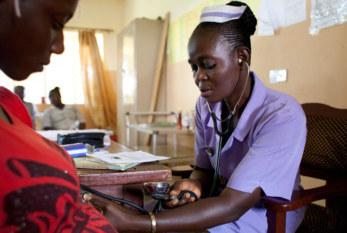 OIT: El impacto del SIDA en la fuerza laboral cuesta miles de millones en ganancias perdidas