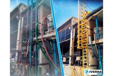 España: Escalera de gato con jaula de seguridad: comparativa visual hierro vs. fibra de vidrio