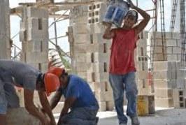 México: Exigen que albañiles contratados tengan equipo y prestaciones de ley